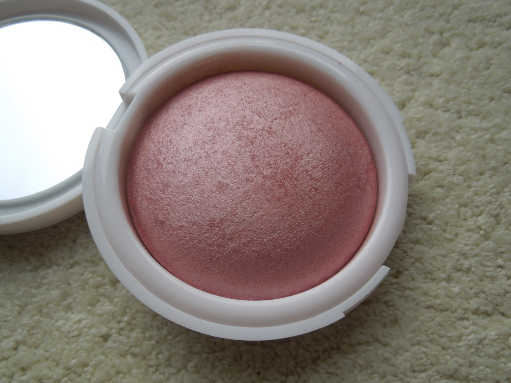 Flormar ein Terracotta Blush-On in der Farbe 41