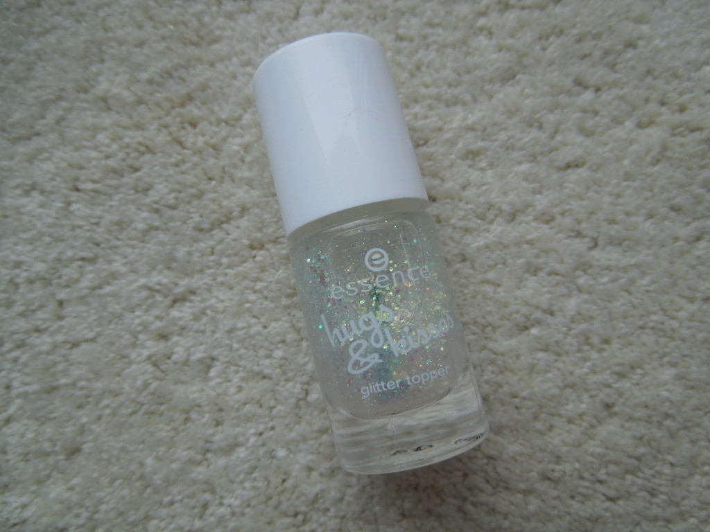essence Topper aus der hugs&kisses Limited Edition